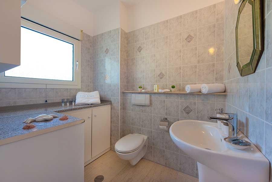 Villa_Small_Paradise_Rhodes_bathroom_wc_1.